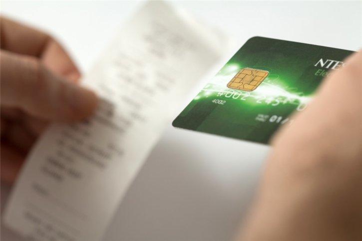 レシートとクレジットカード